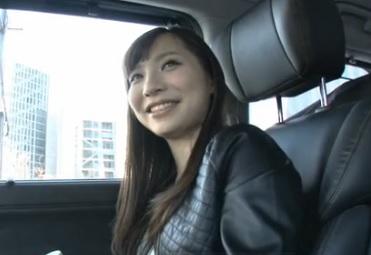 吉川蓮隣の綺麗なお姉さん隣に住む男を誘惑。部屋に招き入れたら、性感を刺激され快感にウットリxvideos