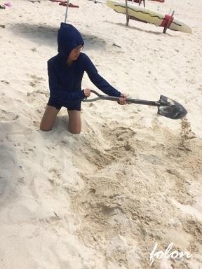 砂を掘るRin♪01