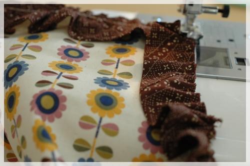 フリルを縫い付ける
