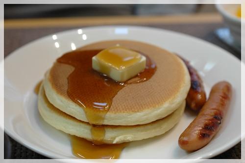ホットケーキの朝食