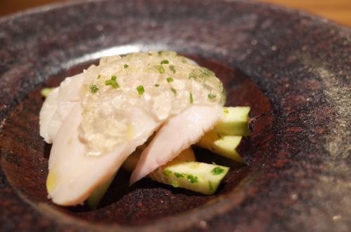 三河赤鶏胸肉と水ナスのサラダ