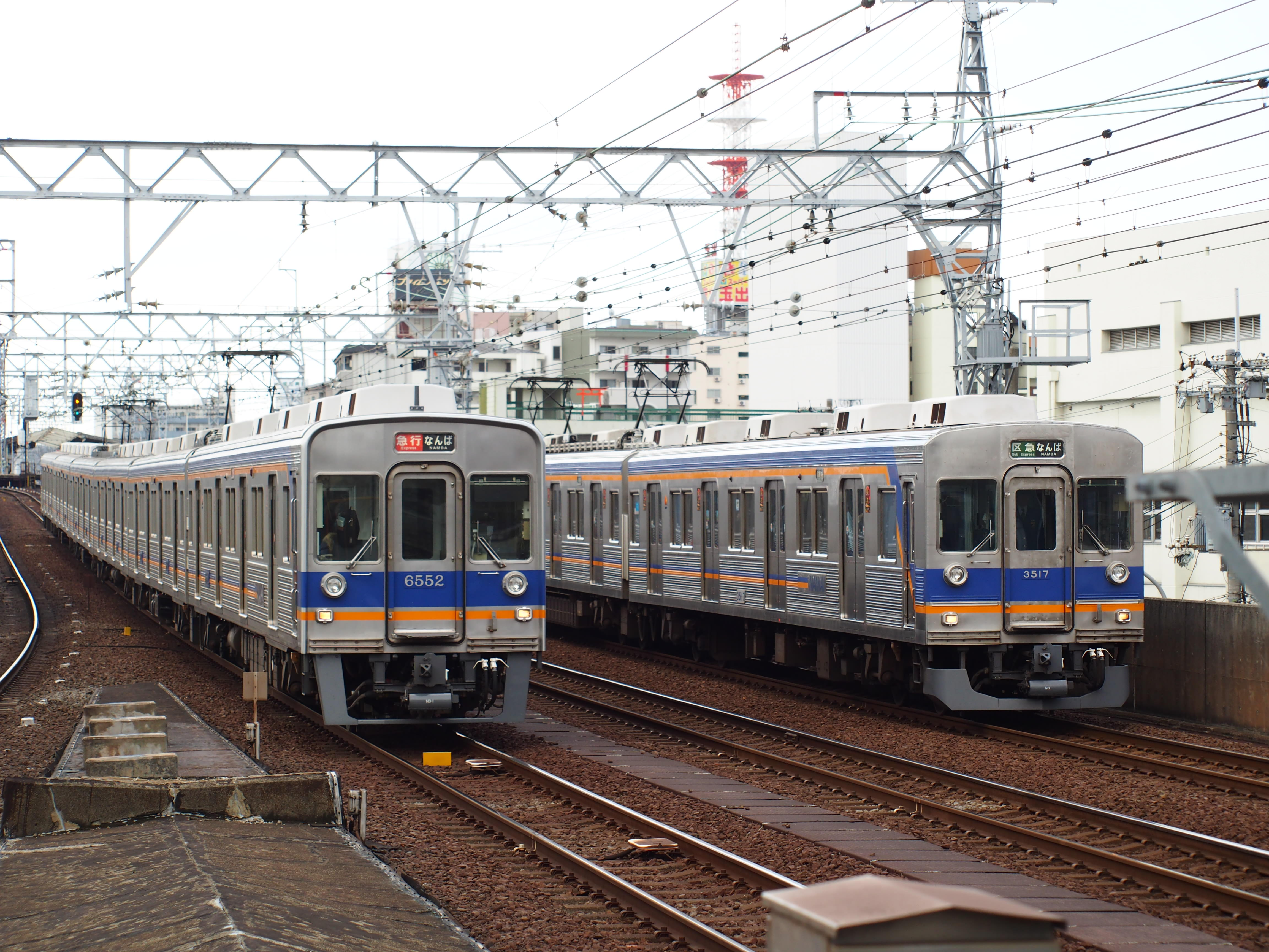 8200系と3000系
