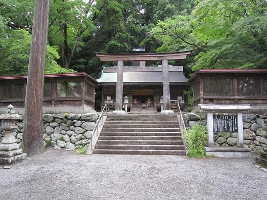 丹生川上神社下社2の鳥居と拝殿