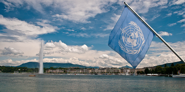 Jet d-eau with United nations Flag 00