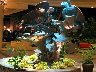 ホテルエントランスでウミガメがダンスdownsize