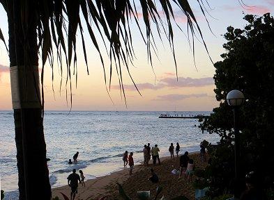 葉影が濃くなった浜辺を夕べの散歩REVdownsize