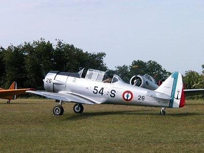 お仏蘭西海軍の艦載機に扮したテキサン、でも機種は?downsize