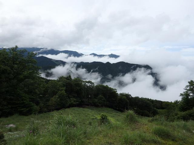 リフト山頂駅から矢筈山系を望む