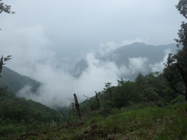 雲海とまではいえないが雲が多い
