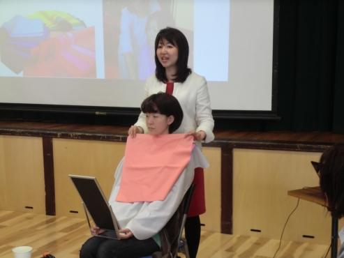 カラーコーディネーター外崎由香 診断風景 (1)