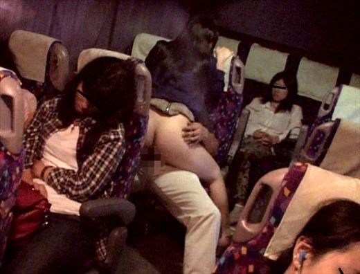 深夜バスでセックス01