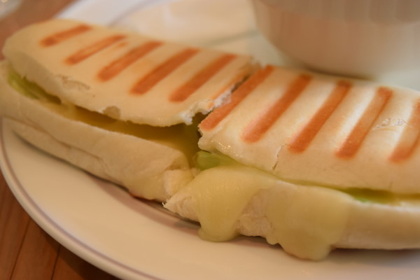 海老アボカドのパニーニ オハナカフェ
