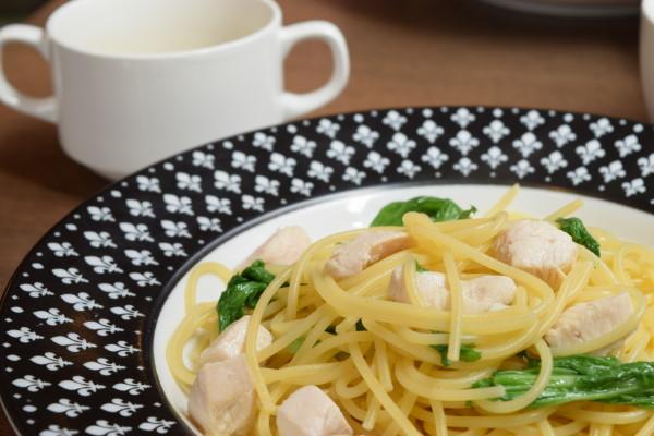 イル・フィオーレ 鶏肉とわさび菜のオイルパスタ