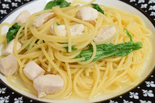 鶏肉とわさび菜のオイルパスタ 拡大