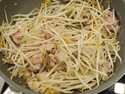 150425もやしバター炒め丼 (1)