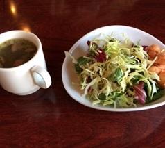 小江戸黒豚ハンバーグのサラダとスープ