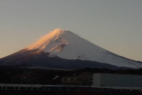 12月の爆弾低気圧の富士山をデジカメ写真撮影