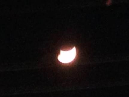 月の形が花王のマークに見えた月を写真撮影しました