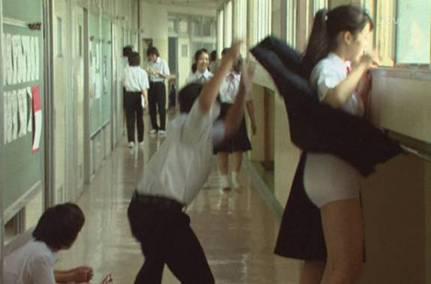 中学生時代にスカートめくりを楽しんだ時の写真
