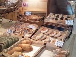 おぶちさわ道の駅で昼食の手作りパンを購入