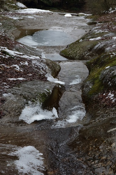 滑川渓谷氷柱・甌穴 150211 02