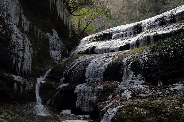 滑川渓谷氷柱・前の滝 150211 01