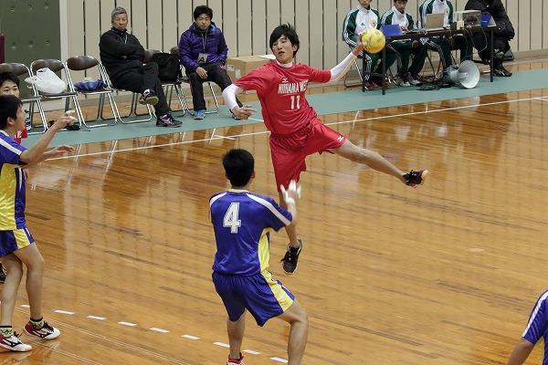 ハンドボール1年生大会・1回戦新西-吉田 150214 01