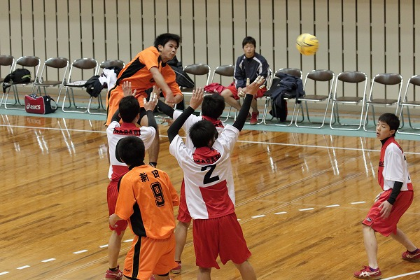 ハンドボール1年生大会・1回戦新田-今西 150214 02