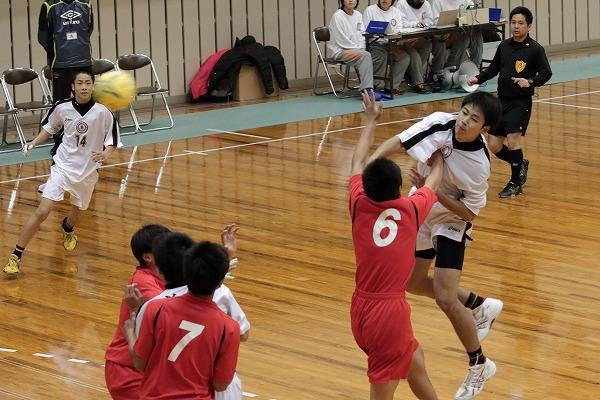 ハンドボール1年生大会・準決勝 松東.・今工-新田 150215 01
