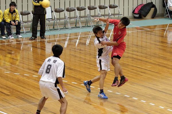 ハンドボール1年生大会・準決勝 松東.・今工-新田 150215 03