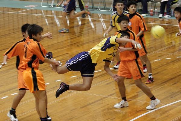 ハンドボール1年生大会・決勝 新田-松中 150215 01