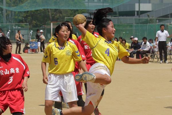 愛媛県高校ハンドボール中予大会決勝女子 松商-松東 150426 03