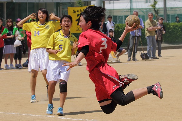愛媛県高校ハンドボール中予大会決勝女子 松商-松東 150426 04