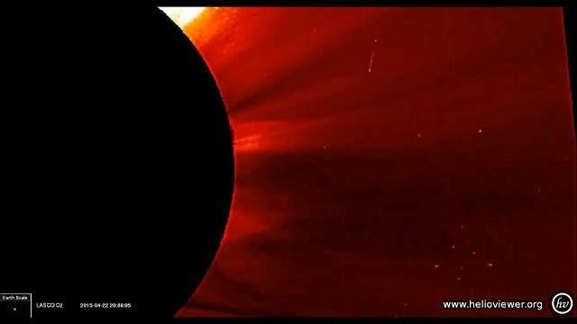 太陽の周辺に現れた大量の巨大UFO