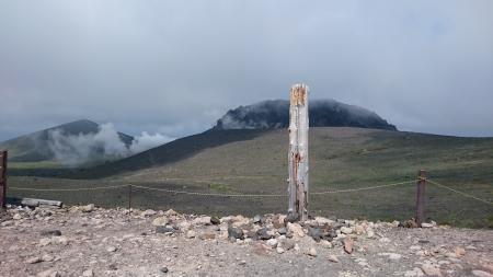 ガスと強風を避けて西山分岐で朝ごはん。