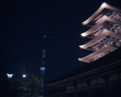 浅草寺の五重塔と東京スカイツリー・・・:R2