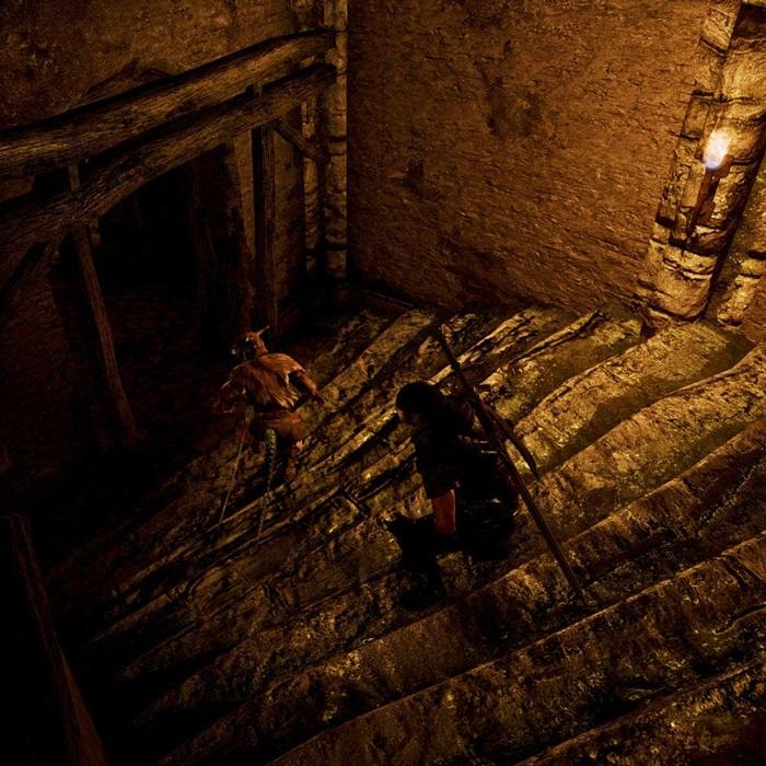 007階段下る二人
