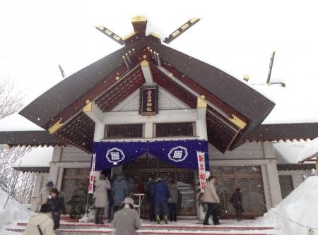 もう少し近づいて・・・、岩見沢神社