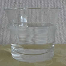 グラスへあけました。