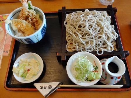海老きす天丼セット 664 円