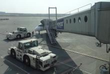 8:08 搭乗橋の先の飛行機に乗ります