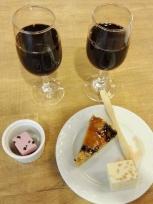 20:01 夫のワインと、私のワインとスイーツ