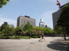 10:41 勾当台公園(左の建物が県庁)