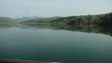8:15 大倉ダムからの眺め(車窓から)