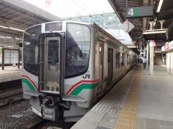 7:09 この列車で塩釜へ。(仙台駅にて)