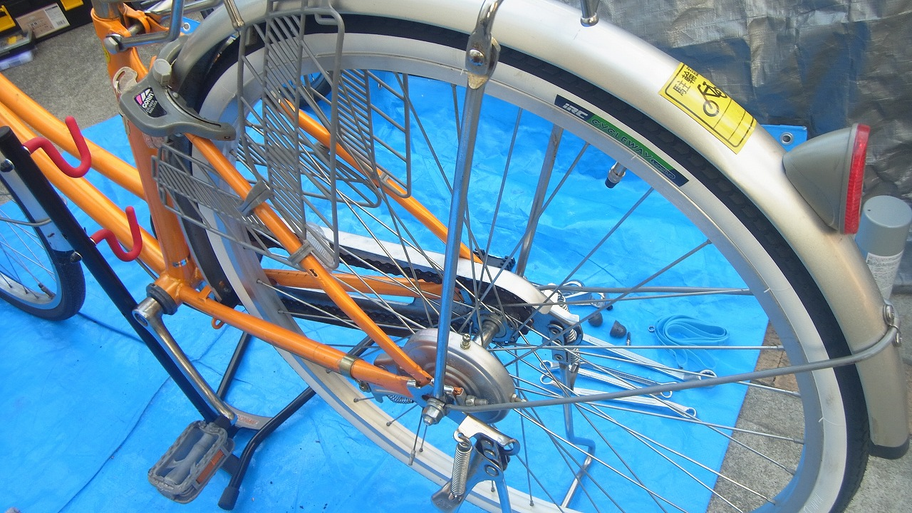 自転車の 自転車 前輪 外す ママチャリ : 買った!自転車のタイヤ交換に ...