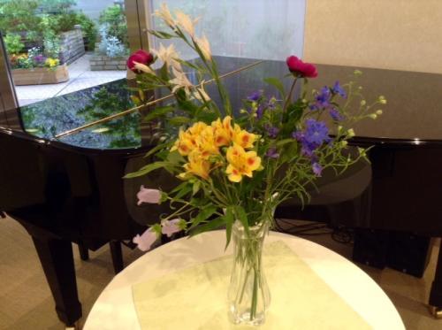 S20150416椨の木ピアノと花
