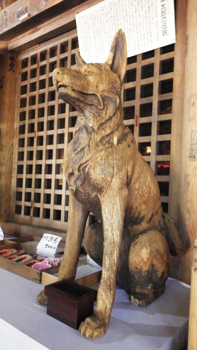 霊犬早太郎の木像