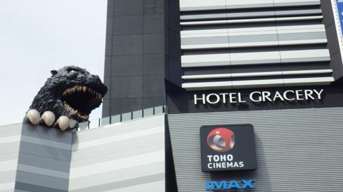 ホテルにゴジラ