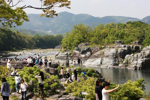 長瀞岩畳、たくさんの人